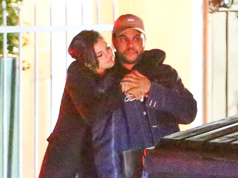 Selena Gomez Habiskan Rp 400 Juta untuk Rayakan Ultah The Weeknd