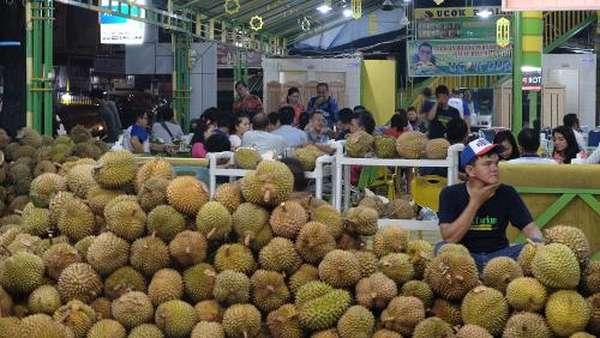 Bubar Nonton Kirab Kahiyang, Ayo Berburu Oleh-oleh Khas Medan!