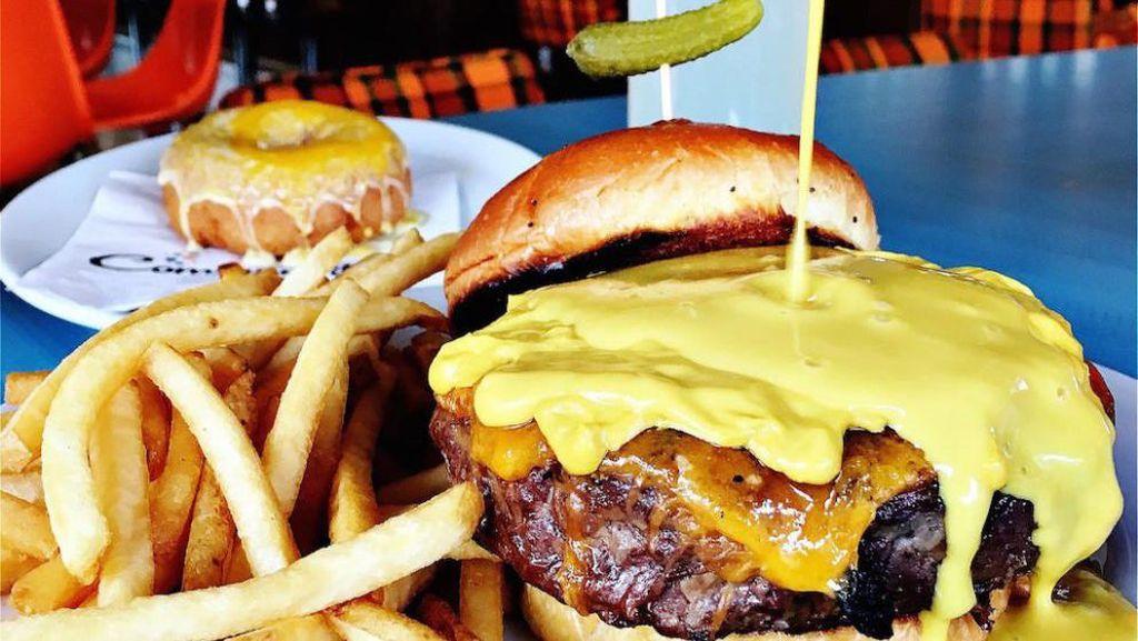 Golden Shower, Burger Penuh Kontroversi Donald Trump