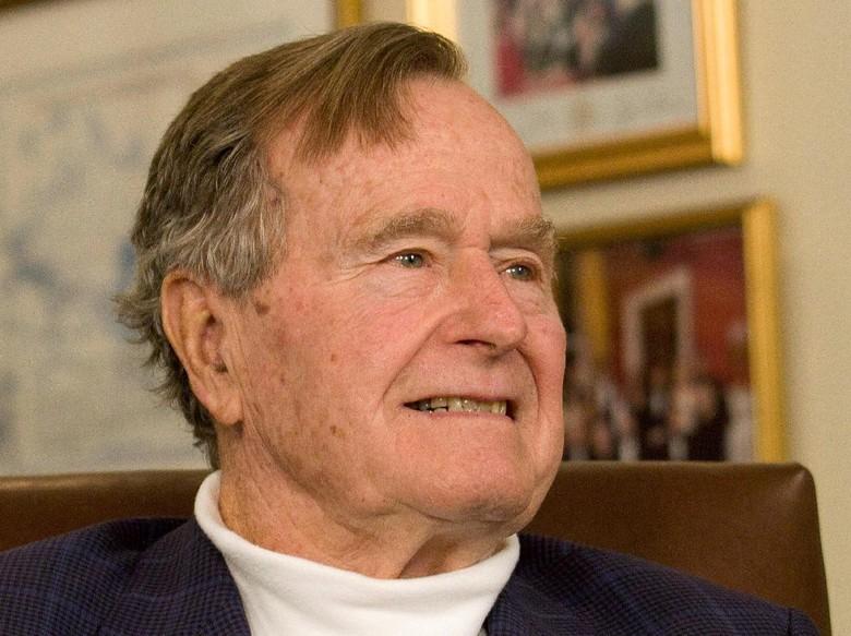 Lagi, Bush Senior Dituding Remas Bokong ABG 16 Tahun