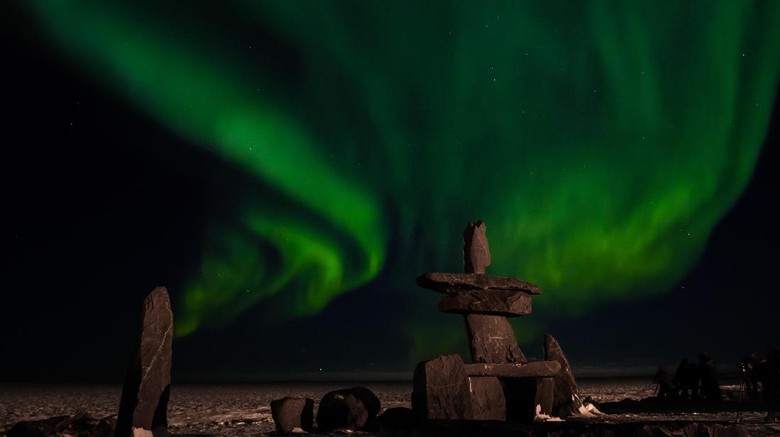 Foto: Pemandangan aurora di langit utara bumi (Thinkstock)