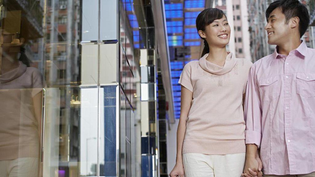 4 Kerugian Menikah dengan Teman Sekantor Menurut Psikolog