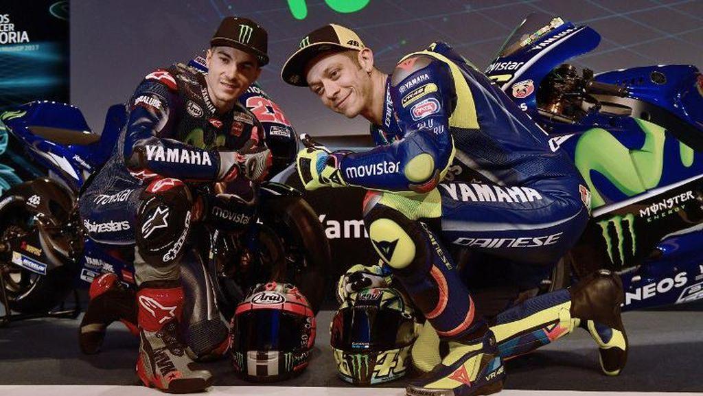 Balapan dengan Vinales Pakai Motor Bebek, Rossi Sempat Jatuh