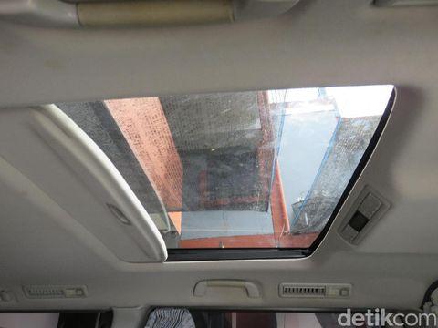 Begini Proses Pemasangan Sunroof Mobil