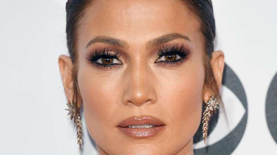 Stunning! Penampilan Jennifer Lopez Bikin Lupa Status