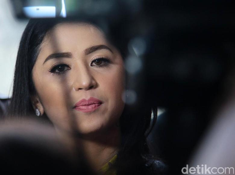 Dipolisikan Petugas Dewi Persik akan - Jakarta Penyanyi Dewi Murya Agung alias Dewi Persik mengaku tak tinggal diam setelah dilaporkan petugas TransJakarta terkait terobos