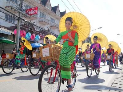 Melihat Persiapan Festival Payung Thailand