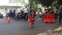Mohon Maaf, Jalan Menuju SCBD Ditutup saat Demo FPI