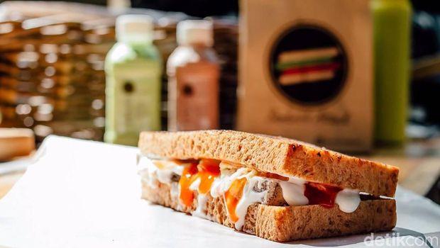 Ogah Kerja Kantor, 4 Pria Ini Jualan Sandwich Beromzet 50 Juta/Bulan