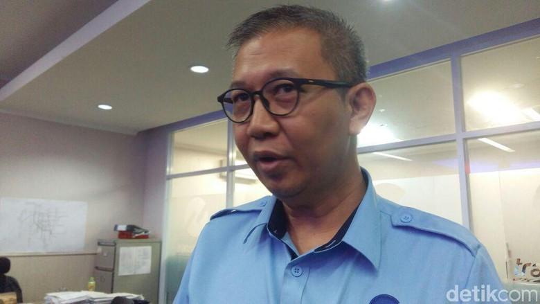 TransJ Dampingi Karyawannya yang Dipolisikan - Jakarta TransJakarta akan memberi pendampingan hukum kepada Harry Maulana petugas mereka yang berselisih dengan pedangdut Dewi Sebab saat