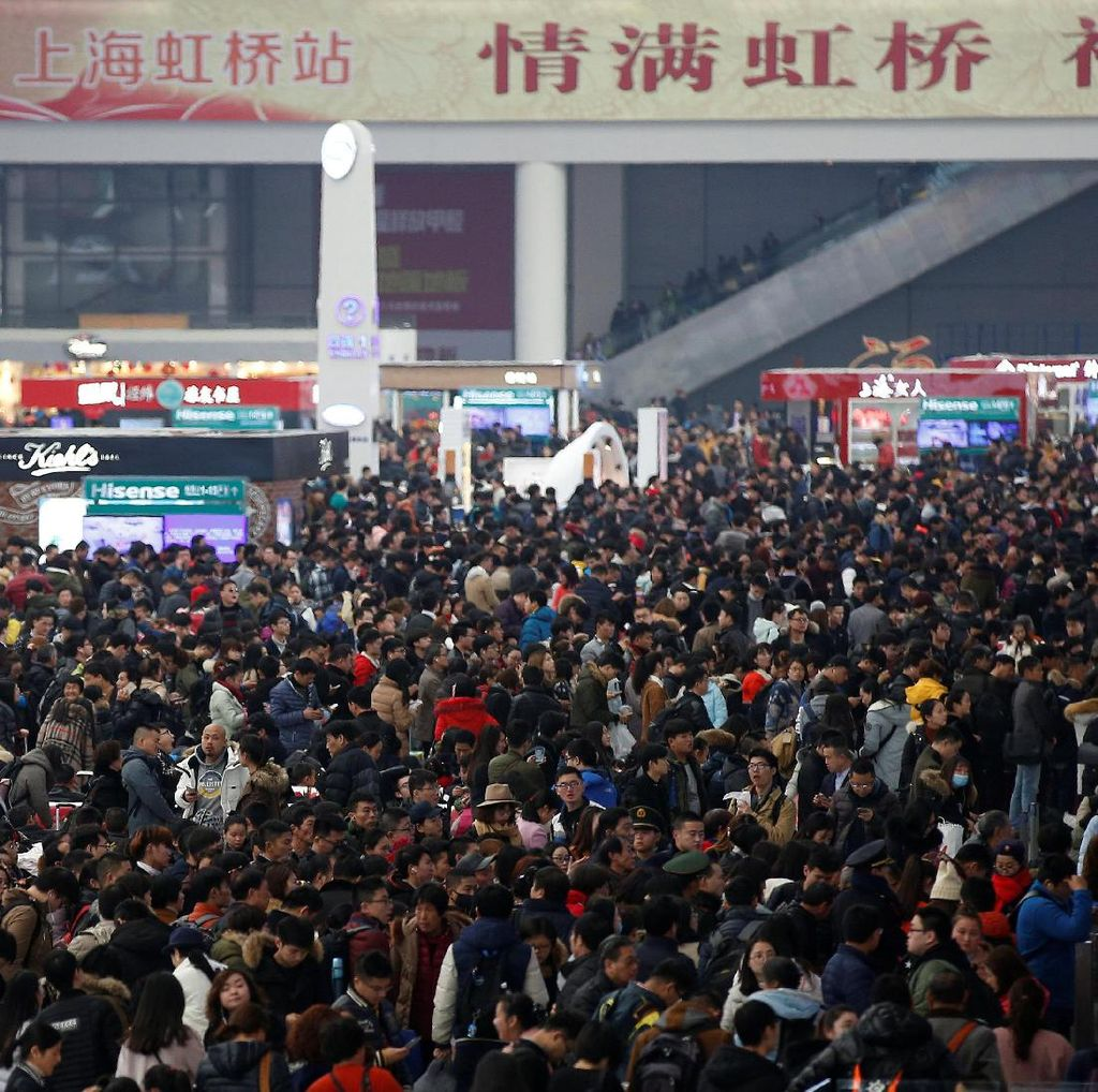 Sisi Positif dan Negatif dari Banjirnya Turis China di Dunia