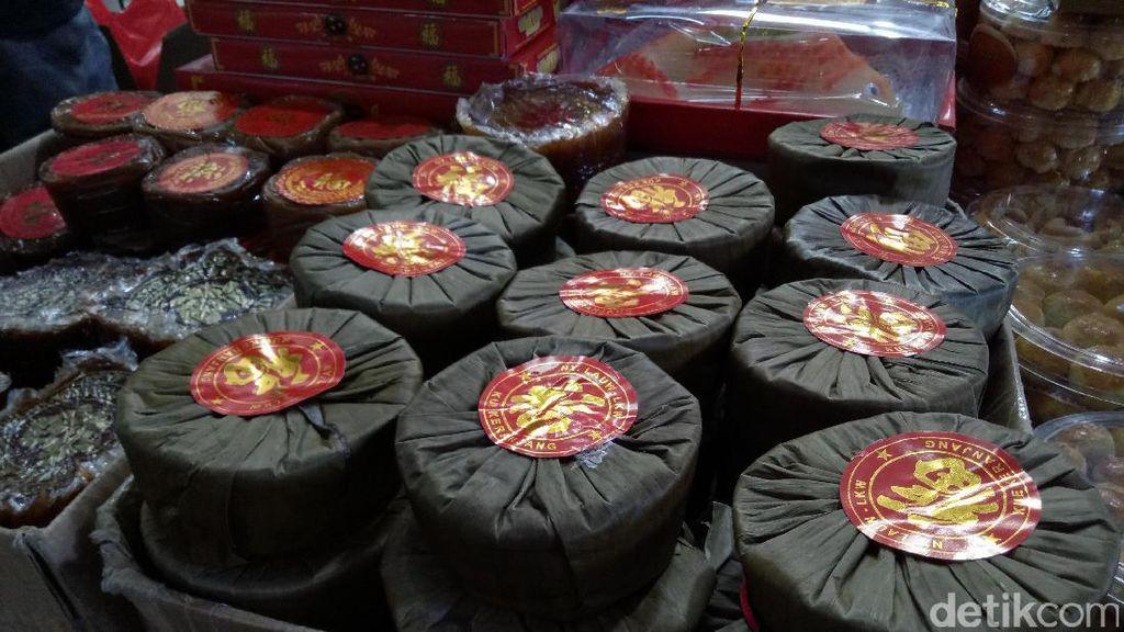 Jelang Imlek, Banjir Permintaan Kue Keranjang di Mojokerto