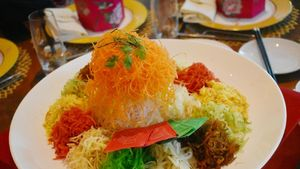 Rayakan Imlek dengan Makan Yee Sang Spesial di 5 Hotel Berbintang Ini