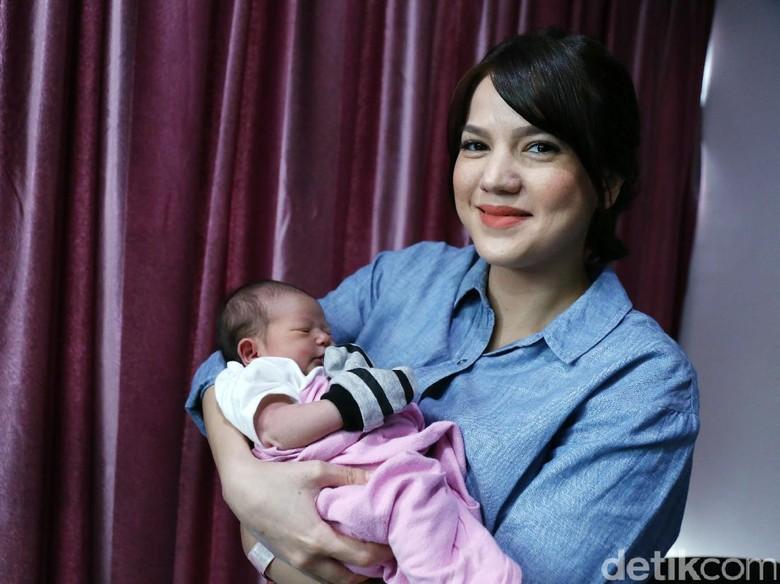 Alice Norin Jadikan Putrinya Bayi Kekinian
