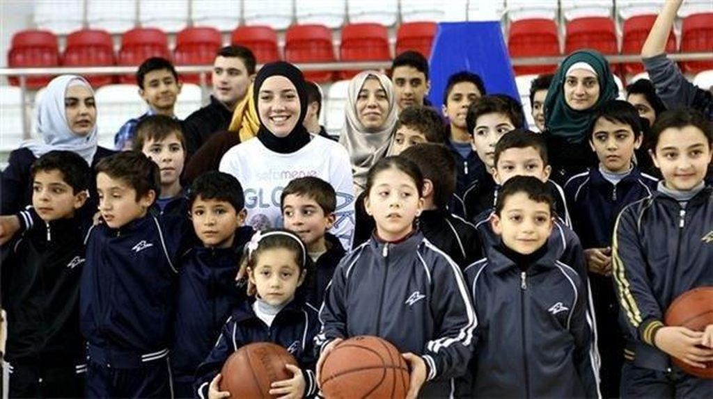 Kisah Indira Kaljo, Atlet Basket AS Berhijab yang Menginspirasi
