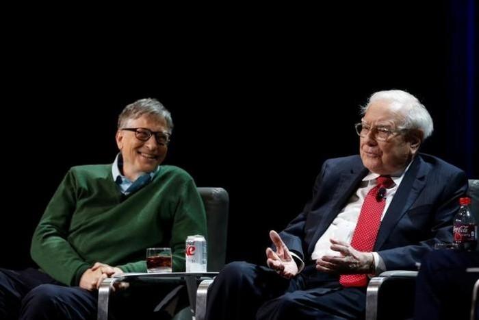 Warren Buffet bersama Bill Gates. Foto: Reuters
