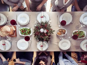 Ini 9 Kebiasaan Buruk Saat Makan di Restoran yang Sebaiknya Dihindari