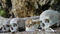 Foto: Makam Toraja yang Dilecehkan Pose Wisatawan