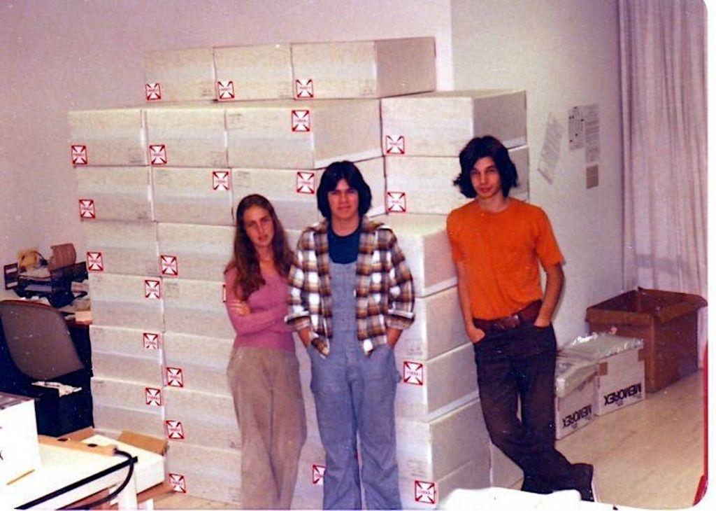 Foto ini diambil 1970, kala itu tidak ada yang menyangka perusahaan kecil ini akan mampu mengubah dunia. Foto: istimewa