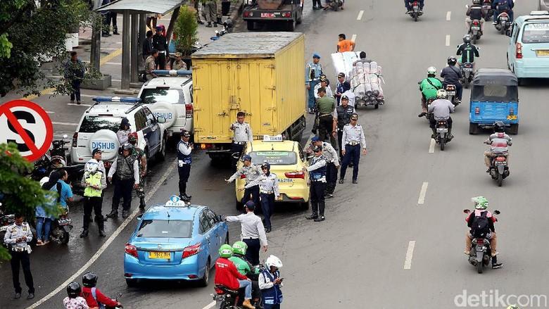 Tarif Taksi Online akan Naik, Bagaimana Pergerakan Saham Operator Taksi?