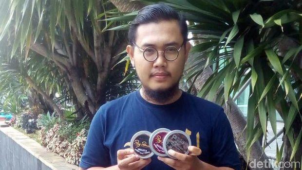 Pria Kantoran Ini Dulang Omzet Jutaan Rupiah dari Jualan Pomade