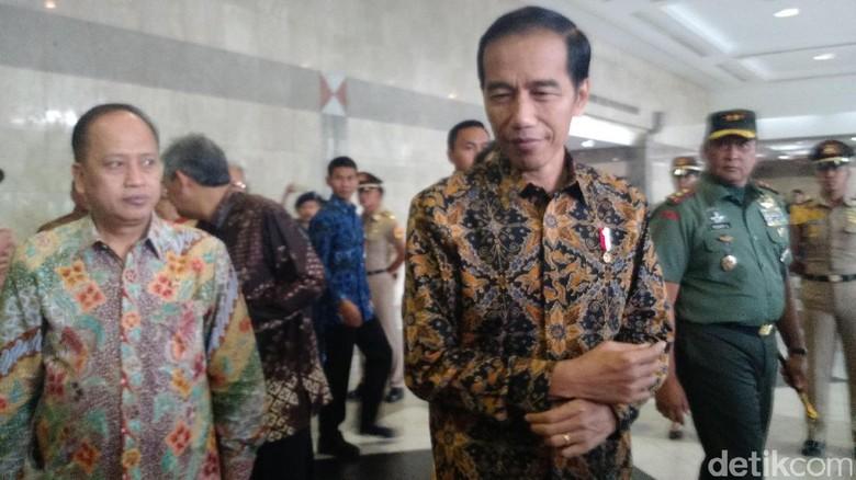 Jokowi: KH Hasyim Muzadi Ulama yang Selalu Bisa Dinginkan Suasana