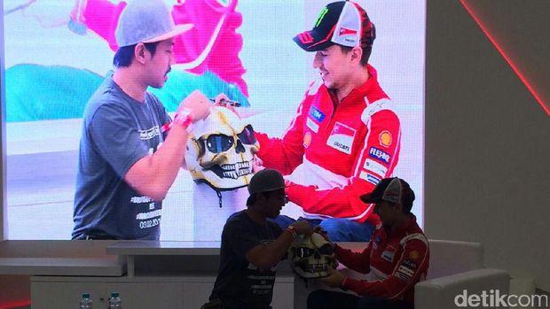 Jorge Lorenzo Bagi Pengalaman dengan Fans Komunitas Ducati Indonesia