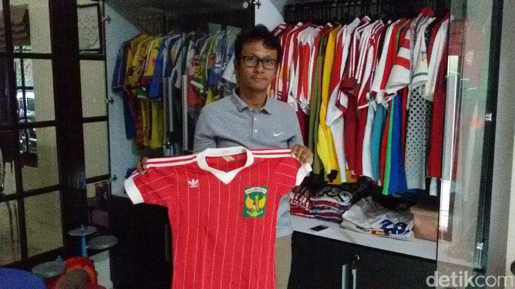 Cintai Sepakbola Nasional, Dosen UGM Ini Koleksi Jersey Klub Lokal dan Timnas