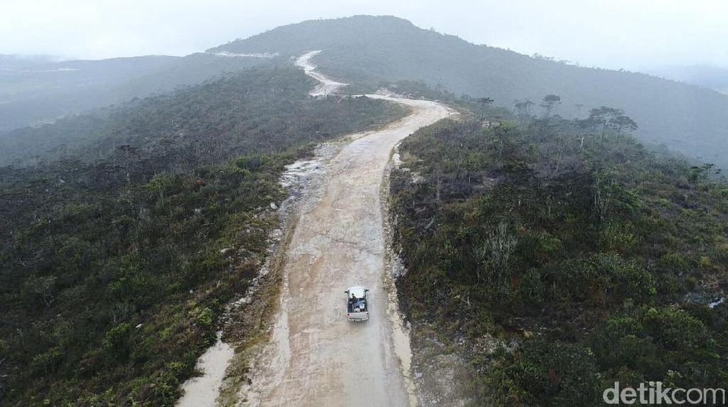 Tembus Gunung dan Sungai, Tantangan Pemerintah Bangun Jalan Trans Papua