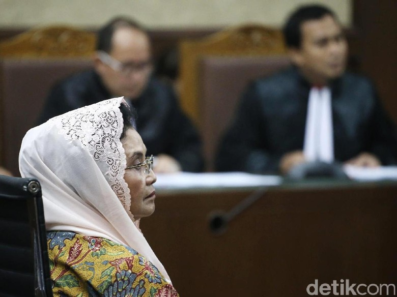 Hakim: Transfer Uang ke Amien Rais Tak Relevan dengan Perkara Siti