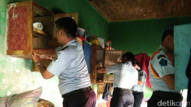 Razia Narkoba di Lapas Banyuwangi, dari HP hingga Cutter Disita