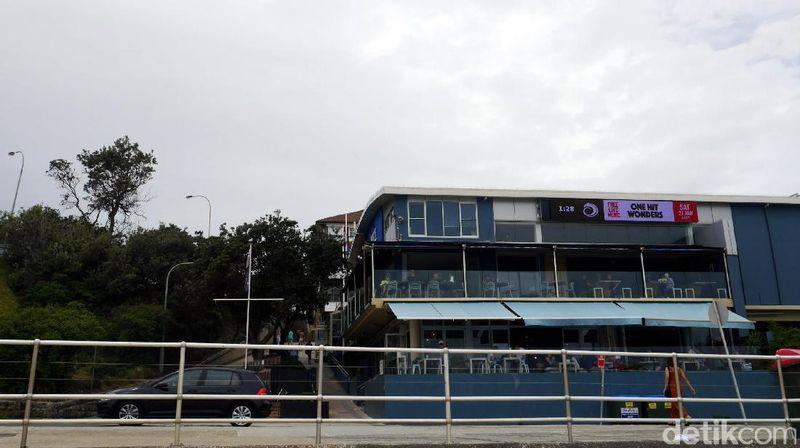 Foto:Restoran North Bondi RSL ini terletak di bagian utara Pantai Bondi, Sydney. Letaknya persis di seberang jalan menuju ke Pantai Bondi, tak sampai 5 menit jalan kaki traveler sudah sampai di Pantai Bondi (Wahyu/detikTravel)