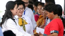 Puan Serahkan Bantuan untuk Warga Ambon