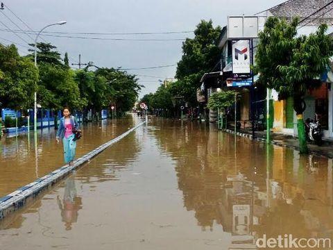 Banjir menerjang 12 desa dan kelurahan di Kota Sampang