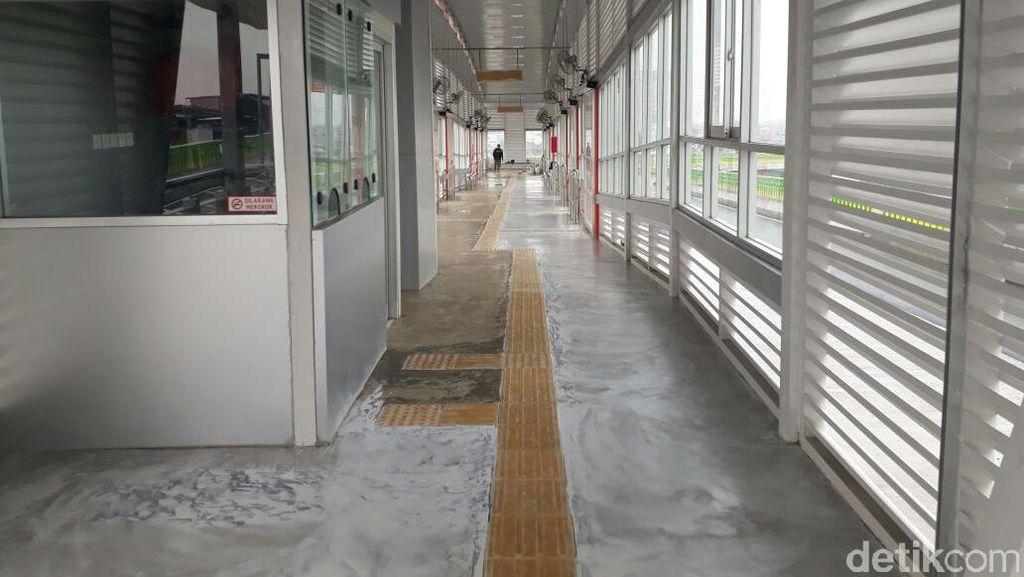 Sejumlah Halte Busway Layang Bakal Dilengkapi Area Komersial