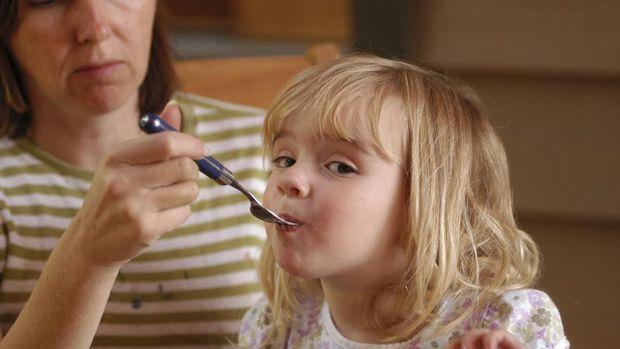 Kaitan Pola Asuh Orang Tua dengan Kebiasaan Ngemil Anak