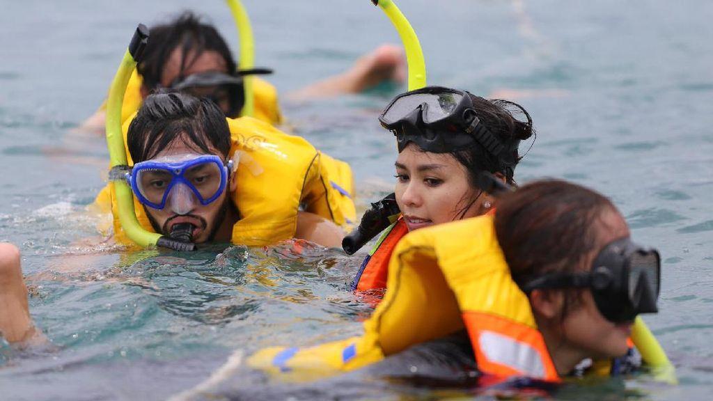 Bahagianya Uki NOAH Snorkeling Bersama Anak dan Istri di Lombok