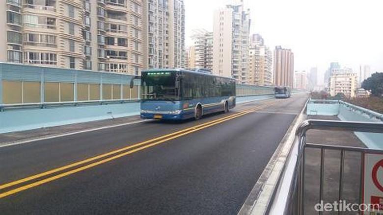 Pengalaman Naik Busway Layang di China