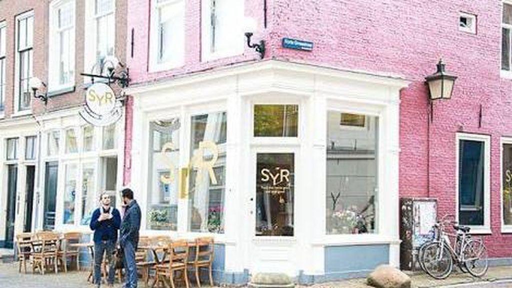 Restoran Ini Pekerjakan Pengungsi Suriah sebagai Pegawai