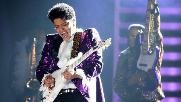 Bruno Mars dan The Original 7 Bawakan Tribute untuk Prince