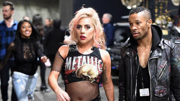 Lady Gaga Patenkan Dua Nama untuk Merek Wine-nya Nanti