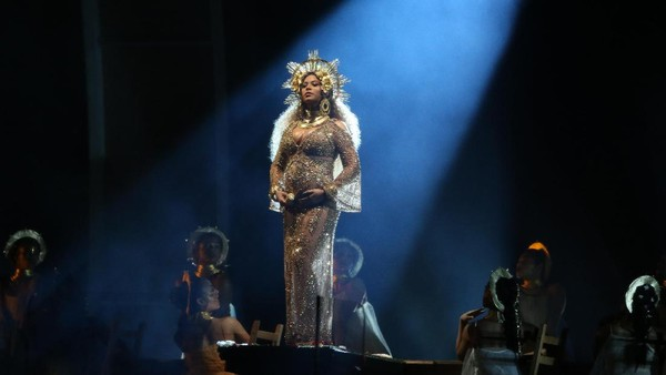 Beyonce Tampil Megah Bak Dewi Kecantikan di Panggung Grammy 2017