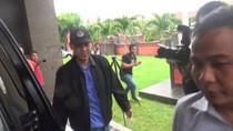 Diantar Teman dengan Alphard, Munarman Penuhi Panggilan Polda Bali