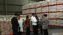 Jokowi Serahkan Bantuan Beras 5 Ribu Ton untuk Sri Lanka