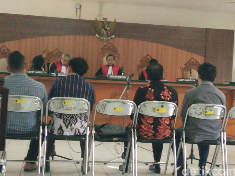 Kasus Judi, Empat Anggota Dewan Cirebon Dituntut 3 Bulan Bui