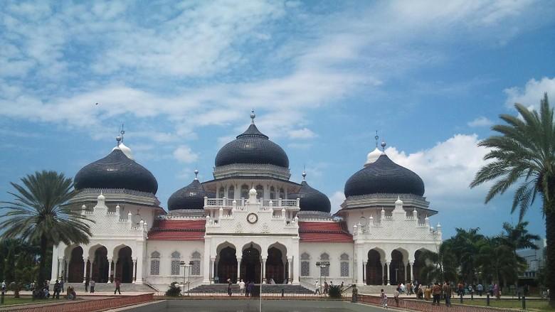 Penempakan depan Masjid Raya Baiturrahman (Agus Setyadi/detikTravel)