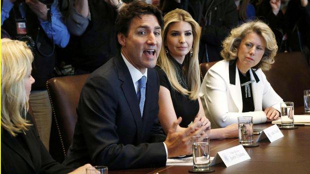 Ivanka duduk di sebelah PM Kanada Justin Trudeau