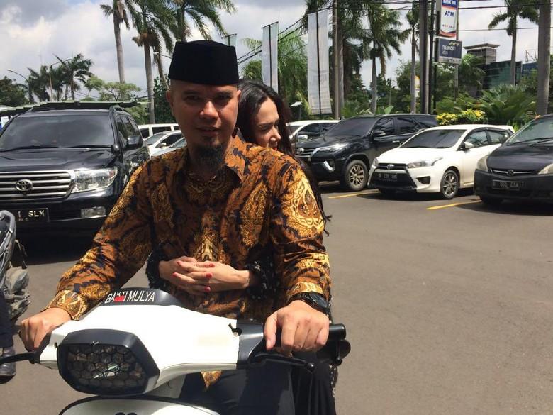 Kasus Barang Antik, Ahmad Dhani Dituding Setahun Berutang Rp 100 Juta