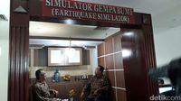 Menhub Budi Karya coba Simulator Gempa
