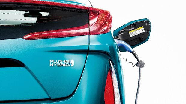 Plug in hybrid, selain diisi oleh mesin bakar, baterai-nya juga bisa dicas